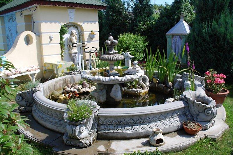 Brunnen mit Fische und Frösche