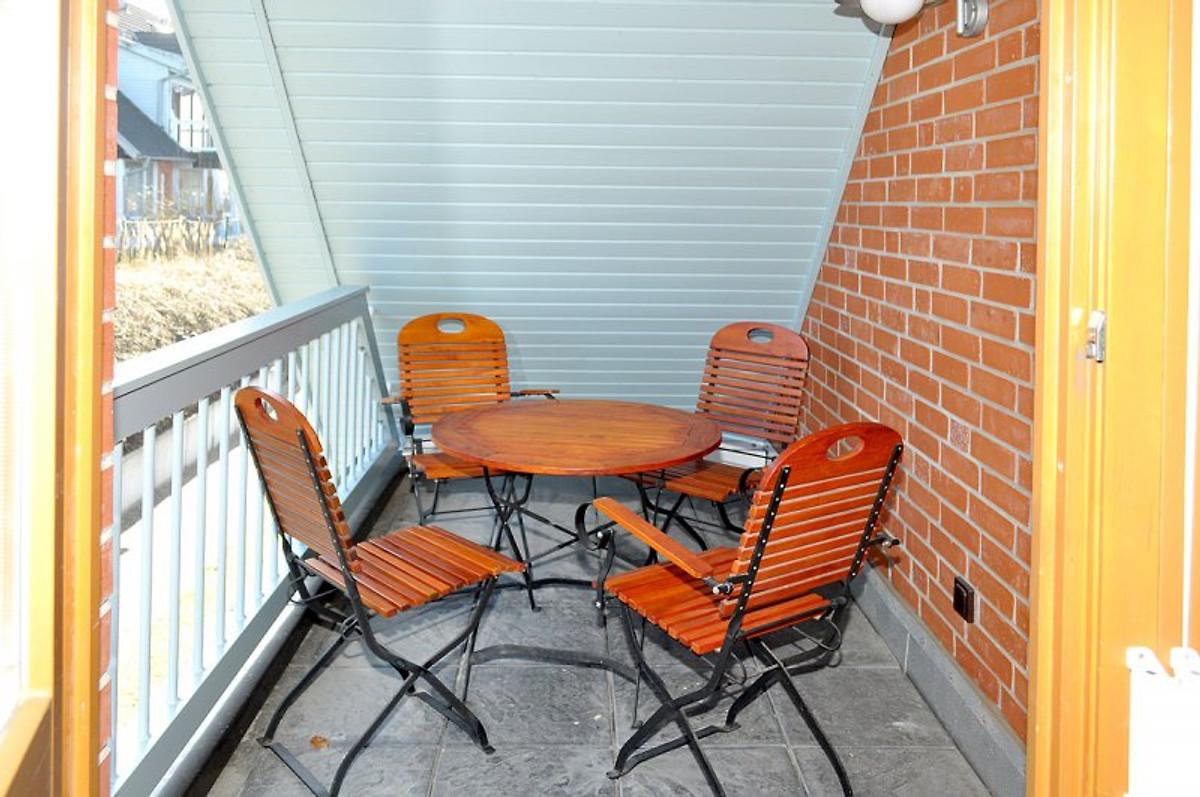 haus am see mit balkon sauna ferienhaus in sellin mieten. Black Bedroom Furniture Sets. Home Design Ideas