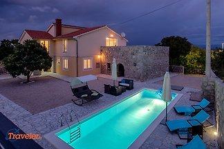 Vila Mediteran-Luxus Villa mit Pool