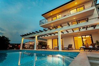 Vila mit Pool, 300 Meters vom Meer