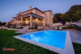 Luxus Villa mit Pool und Garten