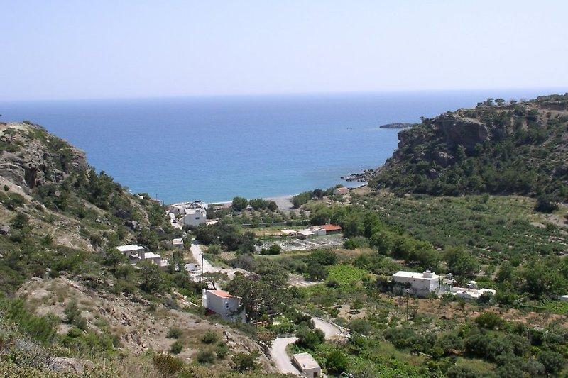Grüne Bucht der Agia Fotia, direkt unterhalb des Eden Rock Hotels