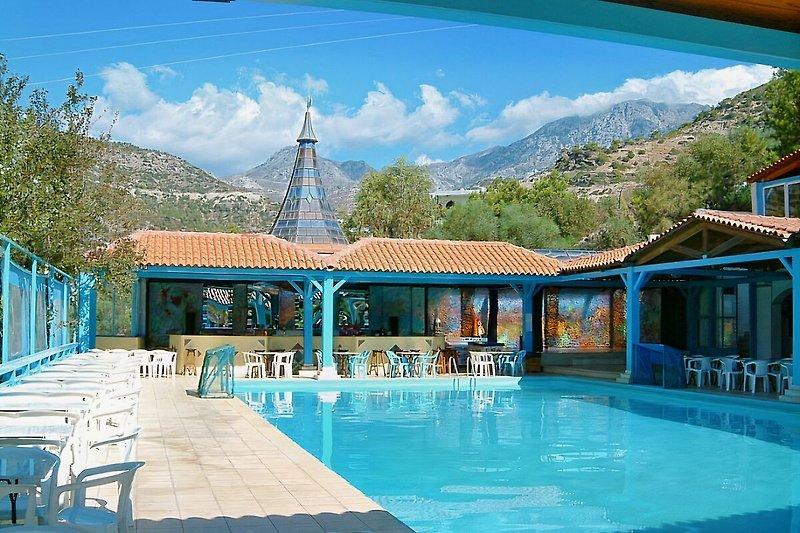 Eden Rock Hotel mit Pool und Poolbar