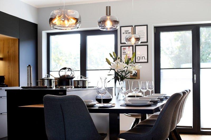 offene Wohnküche mit Esstisch