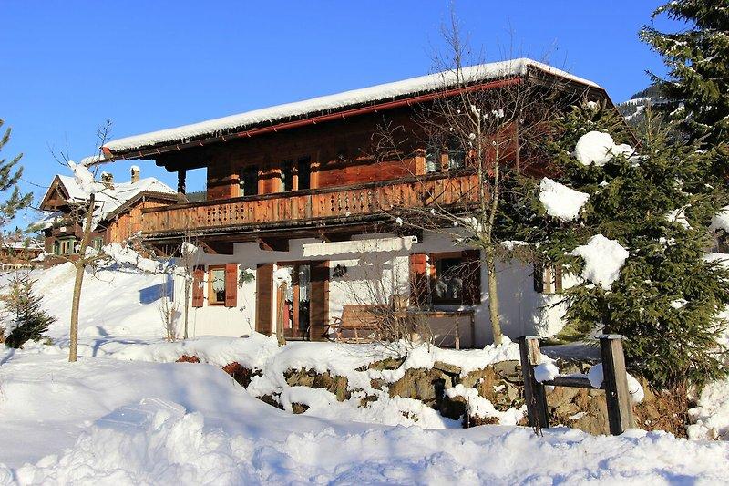 Außenseite Ferienhaus (Winter)
