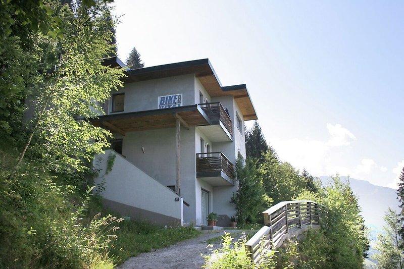 Außenseite Ferienhaus (Sommer)
