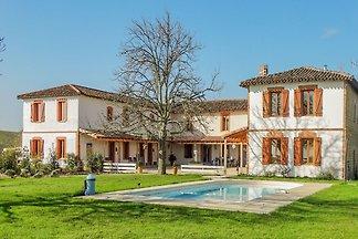 Modernes Landhaus mit Pool und beeindruckende...