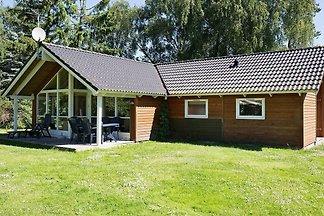 Modernes Ferienhaus in Højby mit Whirlpool