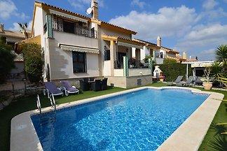 Großzügige Villa mit Swimmingpool in Algorfa