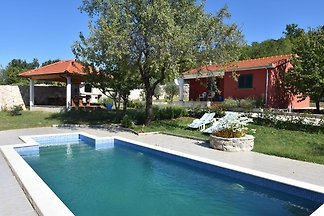 Luxuriöse Villa mit privatem Pool in Trilj,...