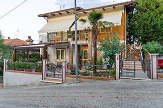 Vakantiehuis met terras in Saludecio
