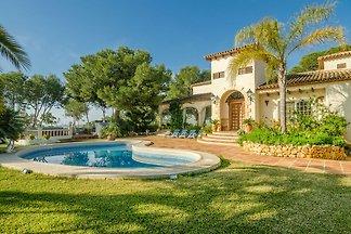 Luxuriöse Villa mit privatem Pool und Jacuzzi...
