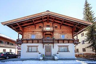 Modernes Chalet in Kirchberg mit Liegestühlen...