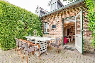 Schönes Ferienhaus in Ubachsberg mit Garten
