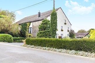 Modernes Ferienhaus in Bastogne mit Garten