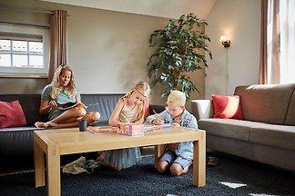 Luxuriöse kinderfreundliche Villa mit Sauna i...