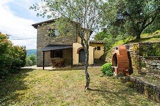 Caratteristica casa vacanze a Pescia con...