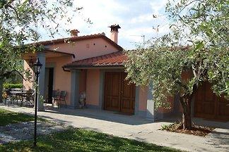 Moderna casa vacanze a Pistoia con piscina...