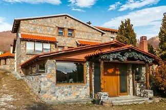 Aufwendiges Ferienhaus in Pella mit Whirlpool