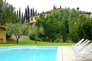 Wunderschöne Villa in Lari mit Swimmingpool
