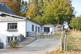 Idyllisches Cottage in Büllingen mit Terrasse