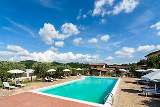 Farmhouse in Perugia with Jacuzzi, Swimming P...