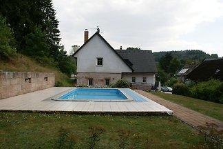 6 os. dom z basenem w pięknym domu