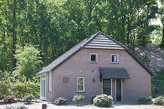 Charakteristisches Ferienhaus mit Terrasse an...