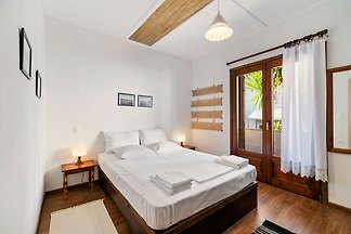 Snug Apartment in Agios Nikolaos with Garden
