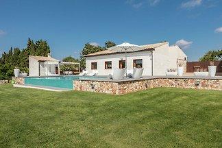 Modernes Herrenhaus mit eigenem Pool in Muro...