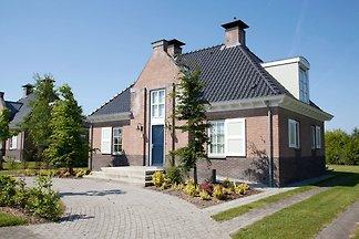 Stattliche, luxuriöse Villa mit 3 Bädern, 2 k...