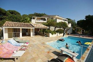 Luxuriöse Villa bei La Croix-Valmer mit Blick...