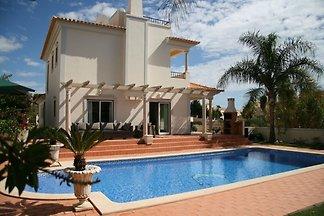 Luxuriöse Villa in Albufeira mit Swimmingpool
