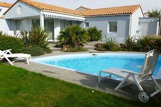 Luxuriöse Villa mit Geschirrspüler, nur 800 m...