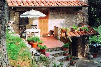 Ruhiges Ferienhaus mit Garten in Camaiore