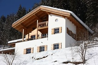 Ruhiges Chalet mit Swimmingpool in...