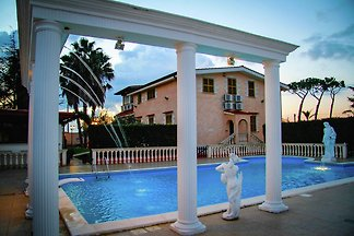 Geräumige Villa mit eigenem Pool in Anzio...