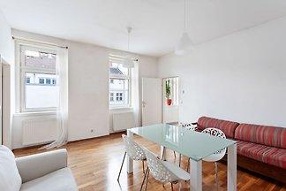 Gorgeous Apartment in Vienna near the Schönbr...