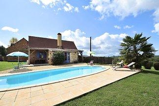 Komfortables Ferienhaus mit Swimmingpool in...