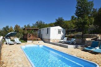 Geräumiges Ferienhaus mit Swimmingpool in...