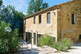 Modernes Landhaus in Serra San Quirico mit...