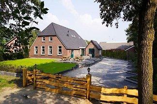 Schönes Ferienhaus in Heino mit Schwimmbad
