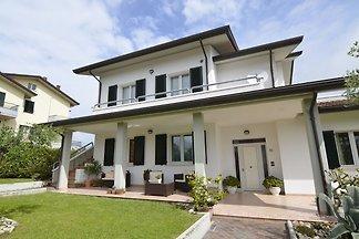 Großzügige Villa mit Garten in Gemmano