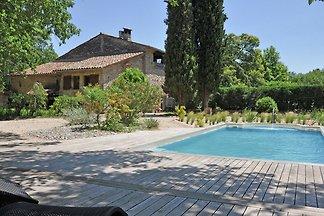 Traditionelles Ferienhaus mit Swimmingpool in...