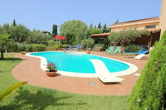 Charming house with private pool in a beautif...