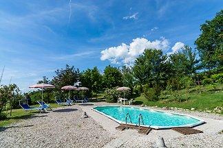 Schönes Ferienhaus mit Swimmingpool bei Cagl