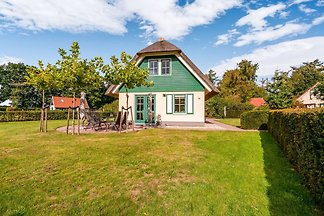 Geräumiges Ferienhaus in Heeten mit Terrasse