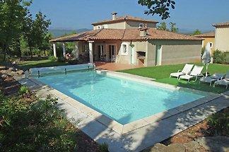 Stilvolle Villa am See in Fayence