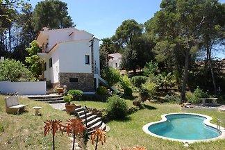 Ferienhaus mit Pool, großem Garten mit Pool u...