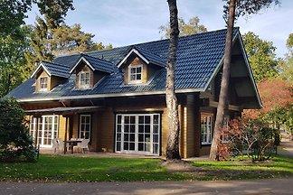 Schönes am Waldrand gelegenes Haus mit...